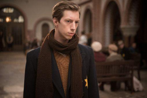Der junge Grafiker Cioma Schönhaus (Max Mauff) bleibt zunächst verschont.