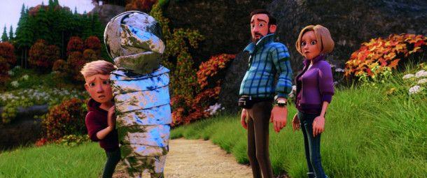 Anton hat seinen lichtscheuen neuen Freund in Alu gewickelt, um ihn vor den Eltern zu verbergen.