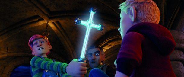 Manni und Geiermeier wollen Anton Bohnsack mit einem Kruzifix in die Flucht schlagen.
