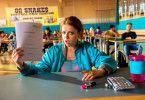 """Chantal (Jella Haase) hat in """"Fack ju Göhte 3"""" zum ersten Mal einen Freund, außerdem tritt ihre Mutter in Erscheinung."""