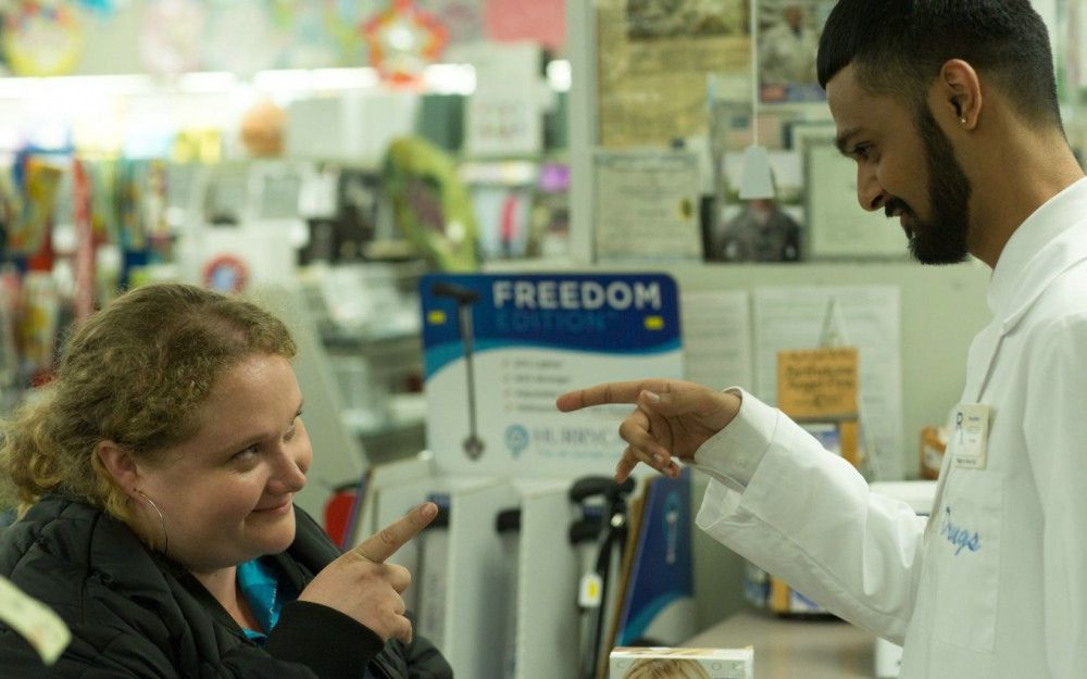 Der Apotheker Jheri aka Jheromeo (Siddharth Dhananjay) spornt seine Freundin Patti (Danielle Macdonald) an, an ihrem Traum eine Rap-Queen zu werden, festzuhalten.