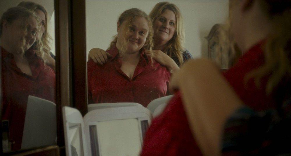 Die vom Leben frustrierte Mutter Barb (Bridget Everett, rechts) und ihre hoffnungsvolle Patti (Danielle Macdonald) raufen sich im Laufe des Films zusammen.