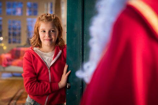 Damit der Nikolaus dieses Jahr vor der Tür steht, muss sich Hexe Lilli (Hedda Erlebach) etwas einfallen lassen.