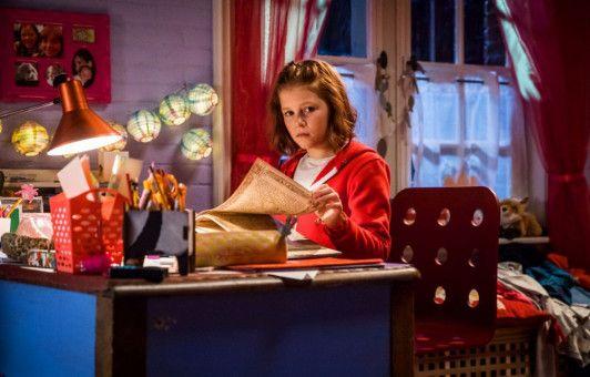 Um ihrem Bruder eine Lektion zu erteilen, will Lilli (Hedda Erlebach) einen Zauber anwenden.