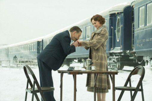 Gouvernante Mary Debenham (Daisy Ridley) mag lieblich sein - aber sie ist für Hercule Poirot (Kenneth Branagh) genauso mordverdächtig wie alle anderen.