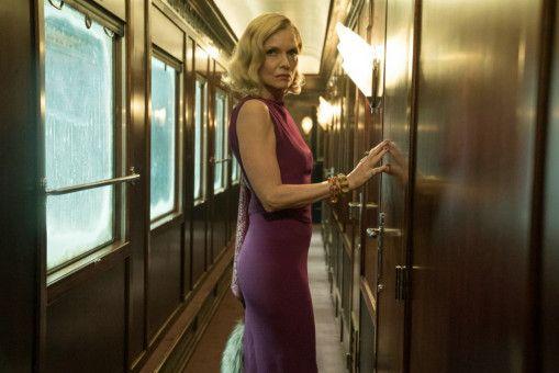 Den Killerblick hat Mrs. Hubbard (Michelle Pfeiffer) auf jeden Fall perfekt drauf.