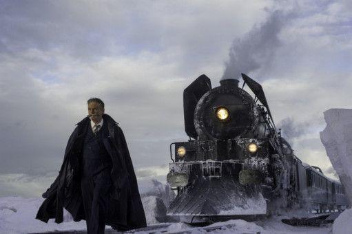 Bis der Zug weiterfährt, muss Hercule Poirot (Kenneth Branagh) seinen Fall gelöst haben.