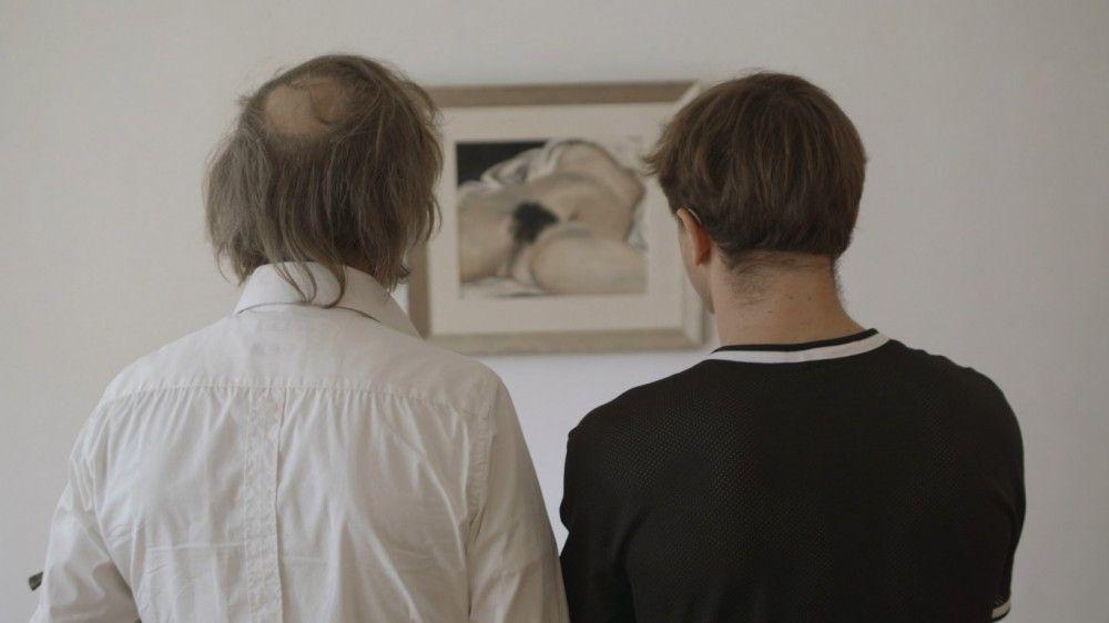 Rocky (Jan Henrik Stahlberg, links) nimmt Thorben (Franz Rogowski) unter die Fittiche und führt ihn in seine sehr spezielle Art der Sexualkunde ein.