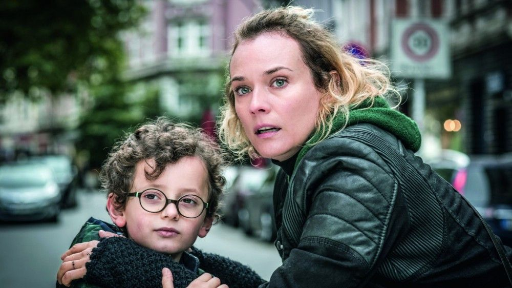 Katja (Diane Kruger) kümmert sich rührend um das gemeinsame Kind Rocco (Rafael Santana).