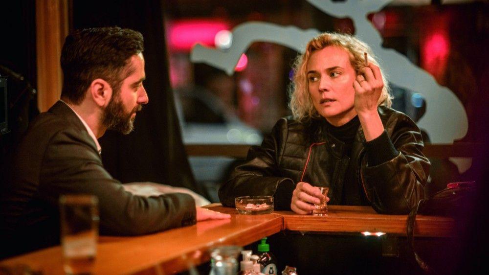 Katja (Diane Kruger) bespricht sich mit ihrem Freund und Anwalt Danilo (Denis Moschitto).