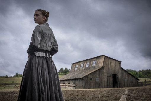 Liz (Dakota Fanning) lebt ein beschauliches Leben - bis der Reverend in ihrer Stadt auftaucht.