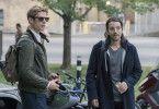 Ray (Diego Luna) und Jamie (James Norton, links) lassen regelmäßig von ihren Kommilitonen das Herz anhalten - im Dienste der Neugier.