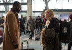 Hirnchirurg Ben (Idris Elba) will zu einer schwierigen Operation, Journalistin Alex (Kate Winslet) zu ihrer Hochzeit - aber die Flüge nach Denver sind wegen eines Sturms abgesagt.
