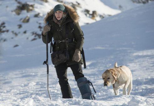 Alex (Kate Winslet) leidet unter ihrem verletzten Bein.