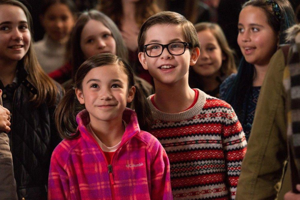 Megan (Scarlett Estevez) und Dylan (Owen Vaccaro) freuen sich über alle Väter und Großväter.