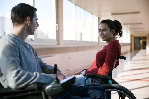 Begegnung auf dem Gang: Ben (Pablo Pauly) merkt, dass man auch mit Mädchen offen reden kann, wenn sie so sind wie Samia (Nailia Harzoune).