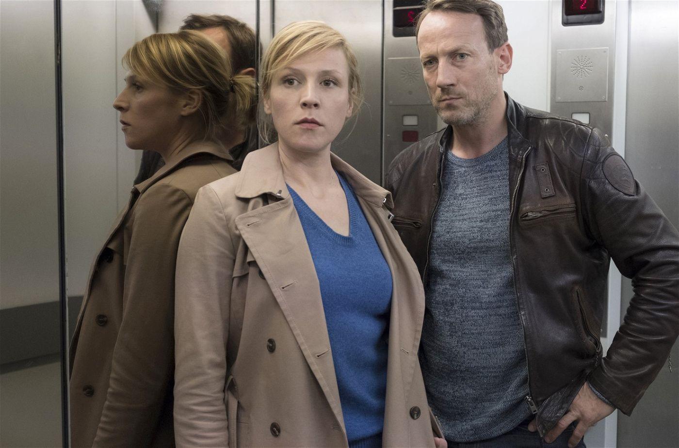 """Thorsten Falke (Wotan Wilke Möhring) und Julia Grosz (Franziska Weisz) müssen im """"Tatort: Dunkle Zeit"""" eine Politikerin schützen."""