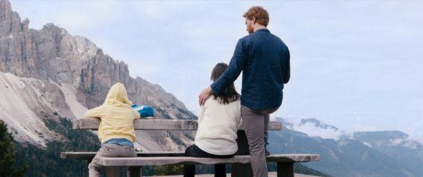 Familienidyll? Aaron (Alexander Fehling, rechts), Lea (Bérénice Bejo) und Tristan (Arian Montgomery) verbringen einen Urlaub zusammen.