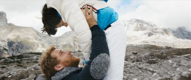 Aaron (Alexander Fehling) versucht sich mit dem kleinen Tristan (Arian Montgomery) anzufreunden.