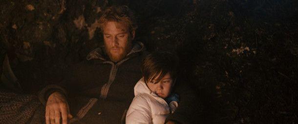 Aaron (Alexander Fehling) und Tristan (Arian Montgomery, rechts) ziehen gemeinsam los.