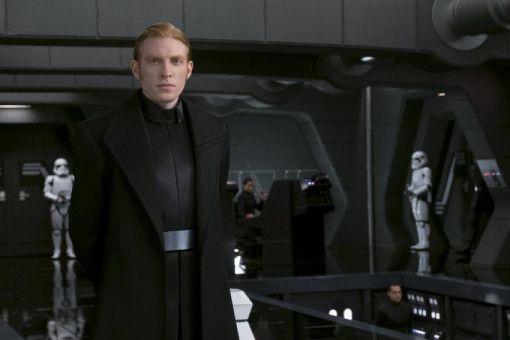General Armitage Hux (Domnhall Gleeson) gerät gleich zu Beginn heftig unter Druck.