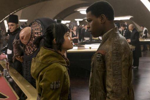 Grandioses Setting: Rose (Kelly Marie Tran) und Finn (John Boyega) verschlägt es in die Casino-Stadt Canto Bight auf dem Planeten Cantonica.