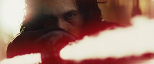 Zur Erinnerung: Kylo Ren (Adam Driver) ist der Sohn von Han Solo und Leia und damit der Enkel von Darth Vader. Er steht auf der dunklen Seite der Macht.
