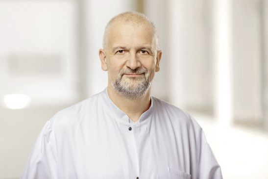Hanns-Peter Klasen ist Chefarzt der Klinik für Geriatrie am St. Irmgardis-Krankenhaus in Viersen-Süchteln. Patienten der Klinik werden umfassend geriatrisch betreut.
