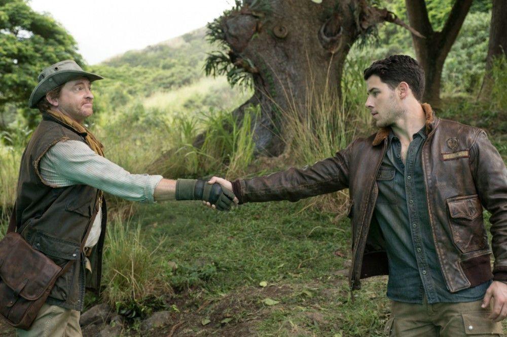 Nigel (Rhys Darby, links) hat als Jumanji-Gästeführer schon viele unfreiwillige Spieler wie Alex (Nick Jonas) begrüßt.