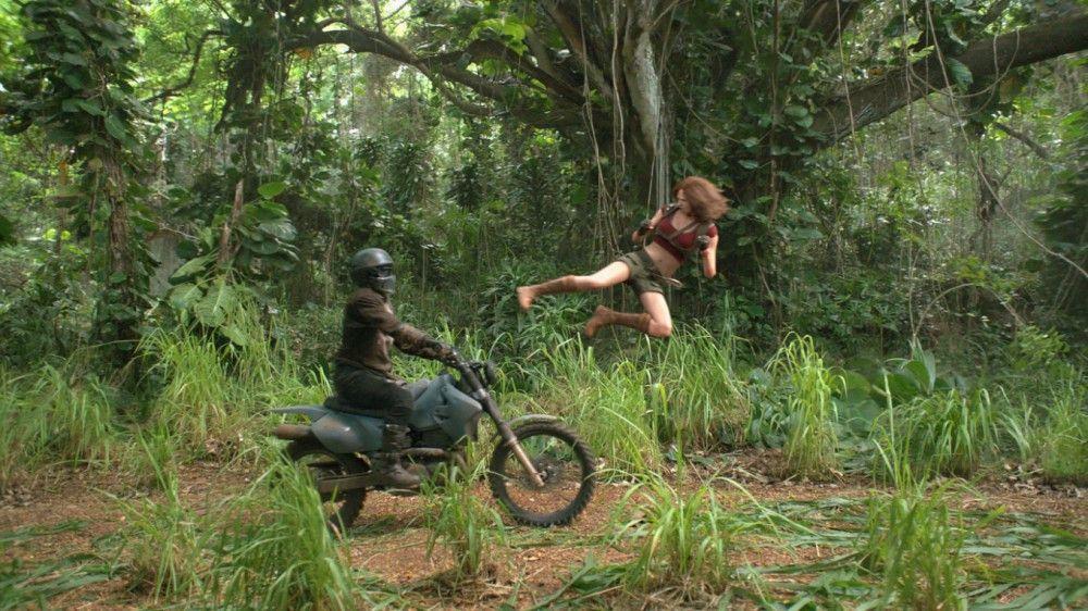 Aus Mauerblümchen Martha wird in Jumanji eine kampferprobte Amazone (Karen Gillan).