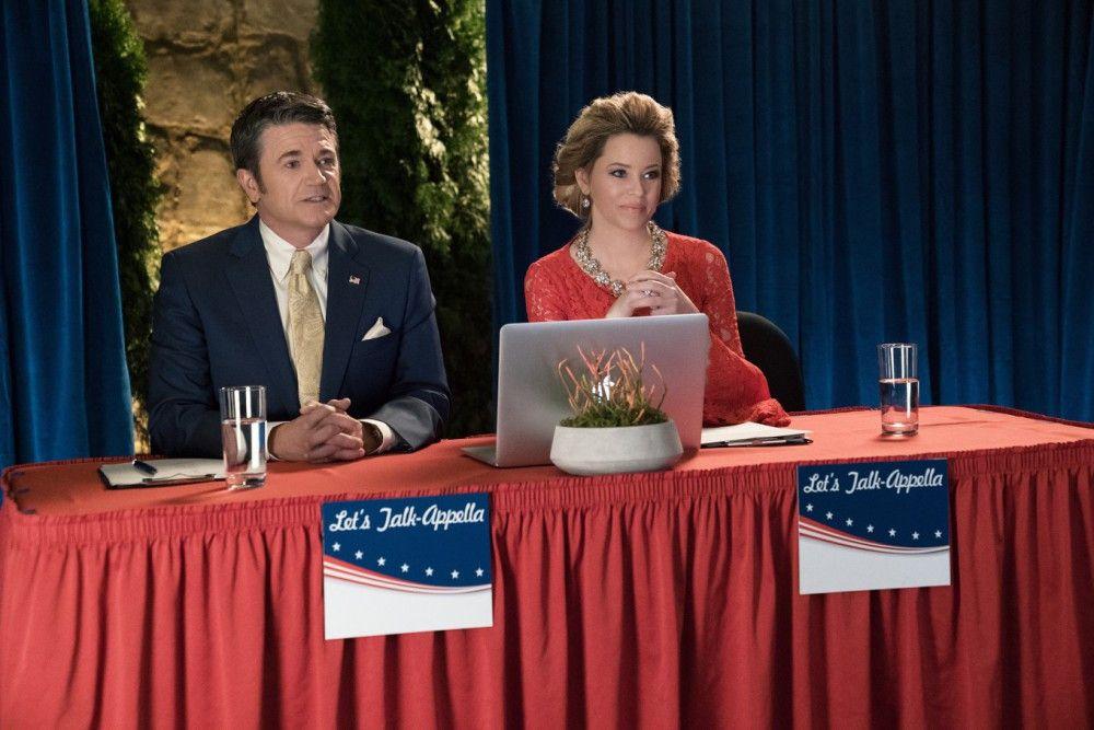 Die bissigen Kommentatoren John (John Michael Higgins) und Gail (Elizabeth Banks) sind auch im dritten Teil mit von der Partie.