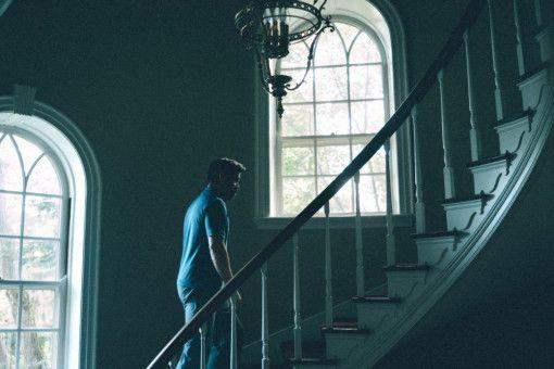 Der Horror eines schönen Eigenheims: Das schicke Stadthaus, in dem das erfolgreiche Ärzte-Ehepaar Steven (Colin Farrell, Bild) und Anna (Nicole Kidman) leben, wird bald zum Schauplatz eines Horror-Szenarios.