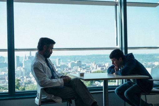 Teenager Martin (Barry Keoghan, rechts) trifft sich regelmäßig mit dem Herzchirurgen Steven (Colin Farrell). Welche Beziehung haben die beiden?