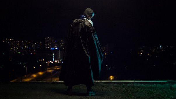 """Thorsten (Franz Rogowski"""") ist ein einfacher Kerl - der in seiner Freizeit zum Superhelden """"Lux"""" wird."""
