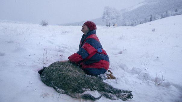 Duszejko (Agnieszka Mandat) beweint die grausame Ermordung eines Wildschweins.