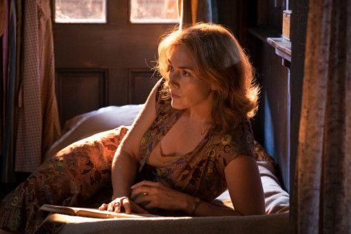 Ginny (Kate Winslet) stürzt sich in eine Affäre.