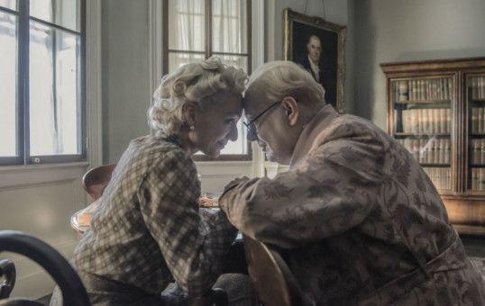 Churchill (Gary Oldman) findet in seiner Frau Clementine (Kristin Scott Thomas) immer wieder Halt und ein moralisches Korrektiv.