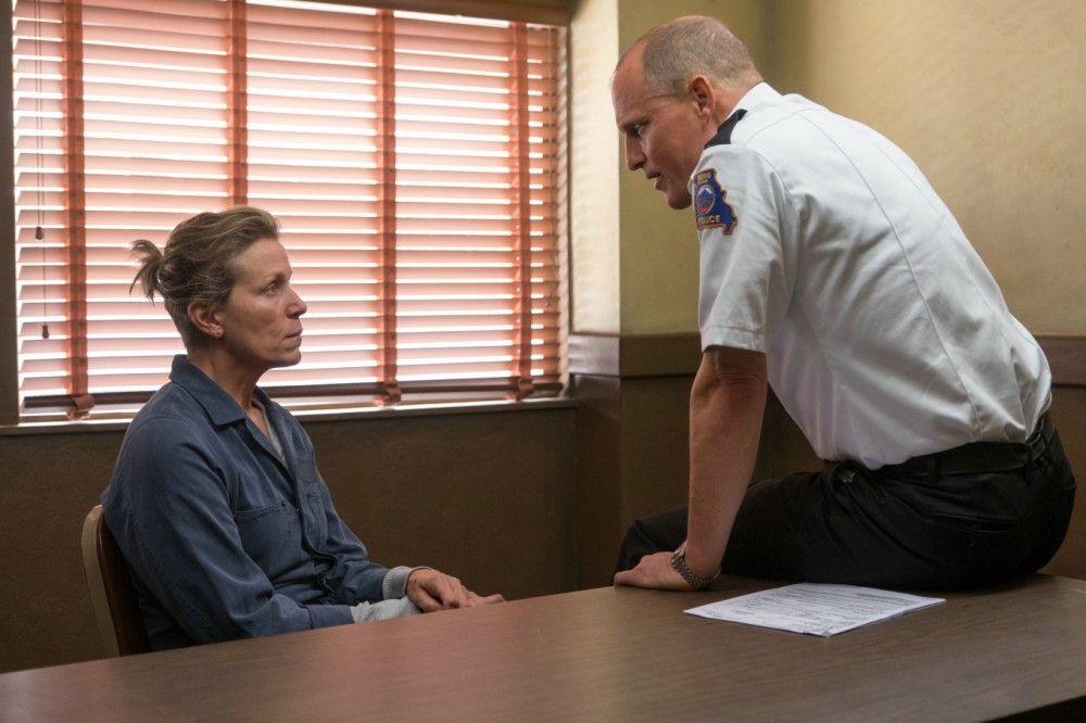 Mildred (Frances McDormand) hält den Einschüchterungsversuchen von Willoughby (Woody Harrelson) stand.