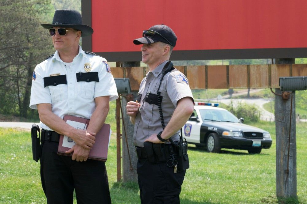 Für die Ermittlungen nach dem Mörder von Mildreds Tochter sehen Willoughby (Woody Harrelson, links) und Dixon (Sam Rockwell) keine Anhaltspunkte.