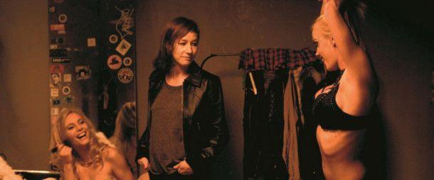 Nora (Johanna Wokalek, Mitte) will sich von ihrem Alltag befreien und lässt ihre Familie einfach hinter sich.