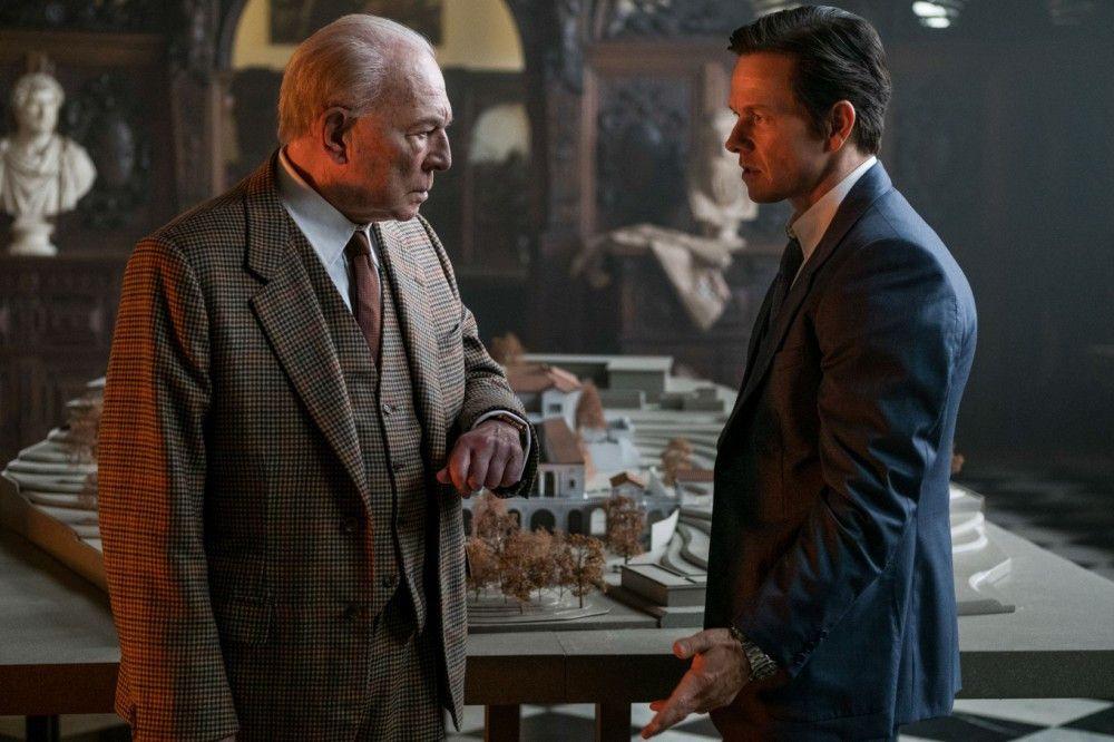 Auch sein enger Mitarbeiter Fletcher (Mark Wahlberg, rechts) kann den eiskalten Geizhals Getty (Christopher Plummer) nicht zur Vernunft bringen.