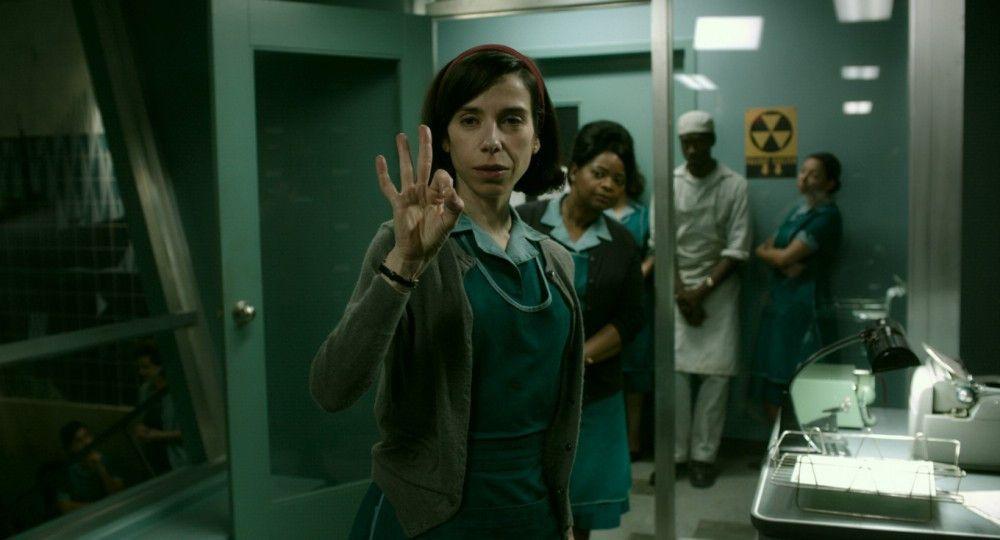 Die stumme Putzfrau Elisa (Sally Hawkins) nimmt Kontakt zu dem mysteriösen Wasserwesen auf.