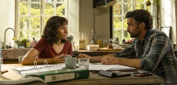 Wendys Eltern Heike (Jasmin Gerat) und Gunnar (Benjamin Sadler) haben große finanzielle Sorgen.
