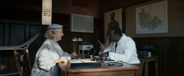 Knock (Omar Sy) landet im verschlafenen Nest Saint-Mathieu, wo er sich als Dorfarzt niederlässt.