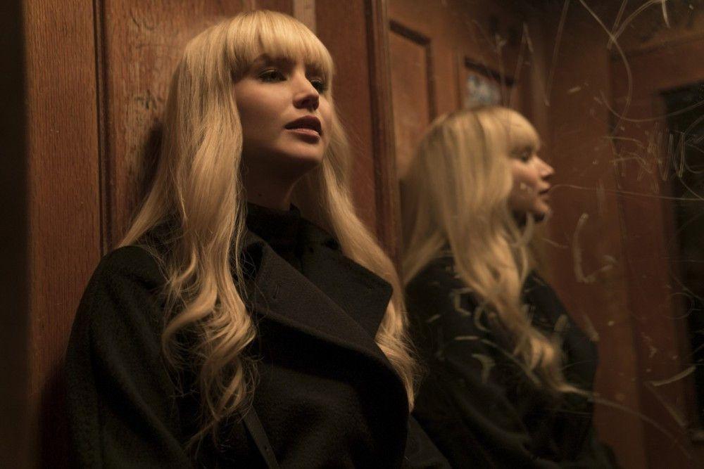 Dominika Egorova (Jennifer Lawrence) ist Geheimagentin bei den Red Sparrows, einer Einheit, die ausgebildet wird, durch Verführung und Manipulation an Informationen zu gelangen.