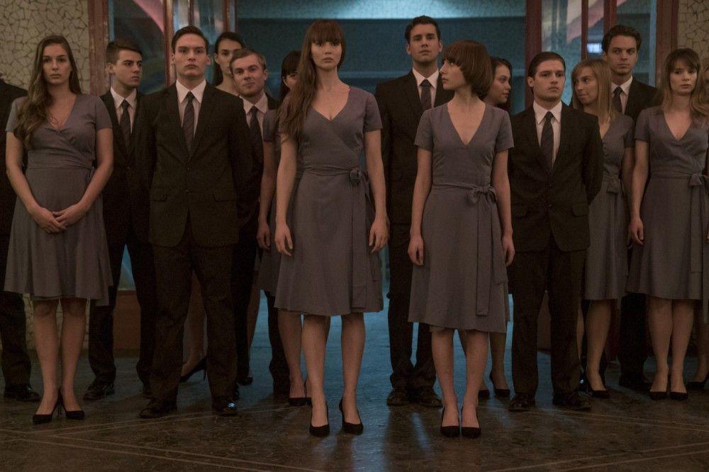 Während der Ausbildung lernt Dominika (Jennifer Lawrence, Mitte), ihren Körper einzusetzen und sich für den Staat aufzugeben.