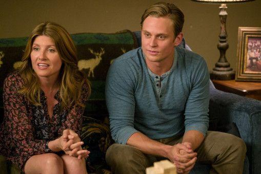 Ryan (Billy Magnussen) schleppt am Spieleabend bei Max ausnahmsweise mal kein Dummchen, sondern die kluge und schlagfertige Sarah (Sharon Horgan) an.