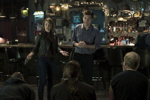 Noch denken Annie (Rachel McAdams) und Max (Jason Bateman), sie befinden sich in einem Mystery-Spiel und Annie fuchtelt fröhlich mit einer vermeintlichen Spielzeugwaffe vor den Entführern herum.