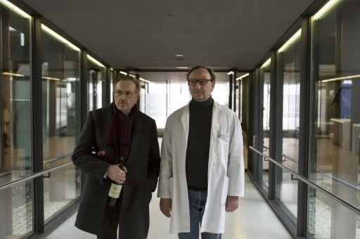 Arthur (Josef Hader, links) kennt in Amsterdam einen Arzt (Rainer Bock), der ihm beim Sterben helfen soll.