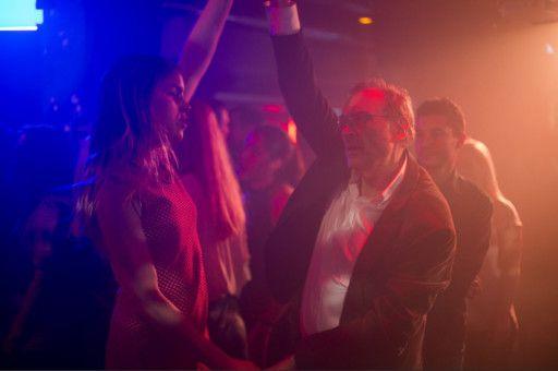 Auch wenn Claire (Hannah Hoekstra) und Arthur (Josef Hader) tanzen, verhilft das dem Film nicht zu mehr Schwung.